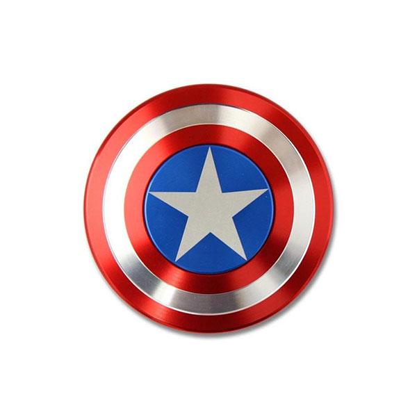 Con quay Captain America