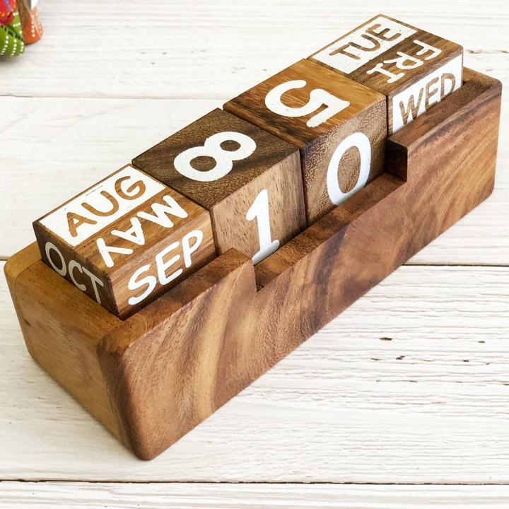 lịch gỗ trang trí